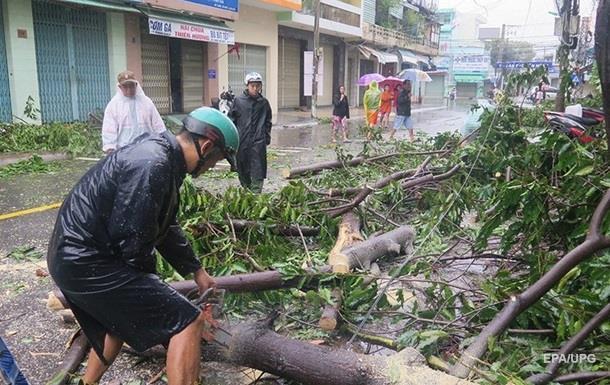Жертвами тайфуна Дэмри во Вьетнаме стали более 40 человек