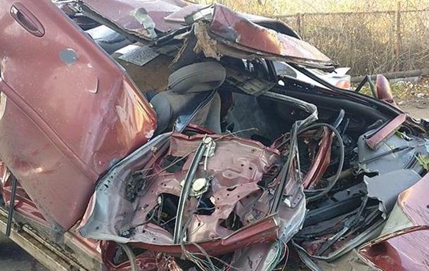 У Житомирі авто в їхало в будинок, загинули дві людини