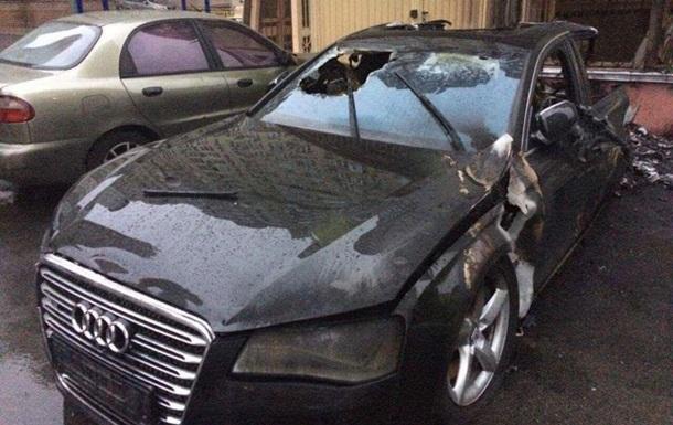 Сгоревшая Audi принадлежала водителю экс-министра Пивоварского – СМИ