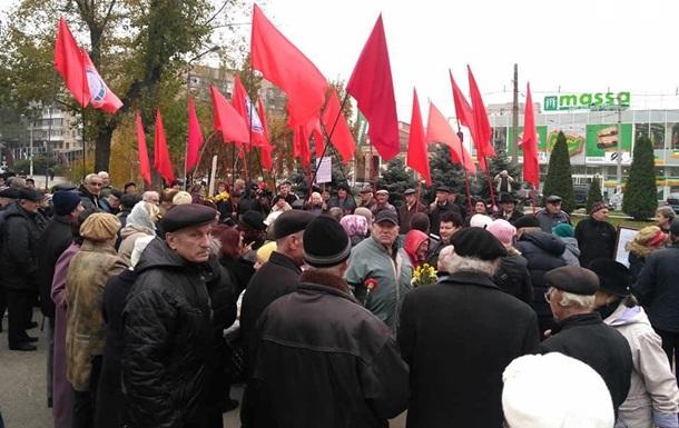 В Запорожье задержали двух человек с советской символикой