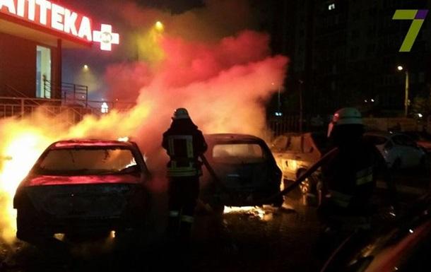 В полиции назвали массовые поджоги авто в Одессе бандитскими разборками