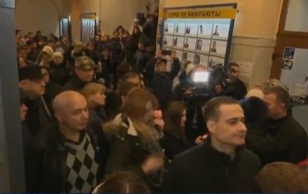 У мерію Києва увірвалися протестувальники