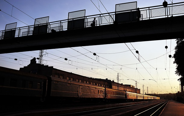 НаЗакарпатье пассажиры толкали сломавшийся поезд