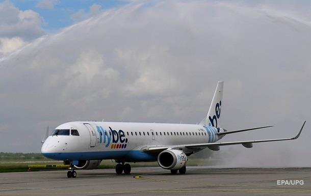 В Британии самолет совершил посадку без переднего шасси
