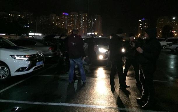 У Києві затримали авто з вибухівкою