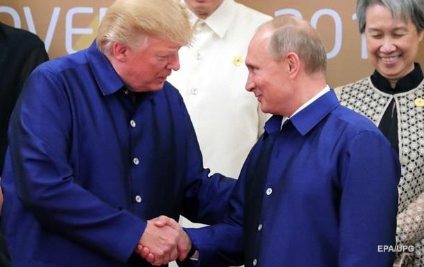 Путин мог запугать Трампа − экс-глава ЦРУ