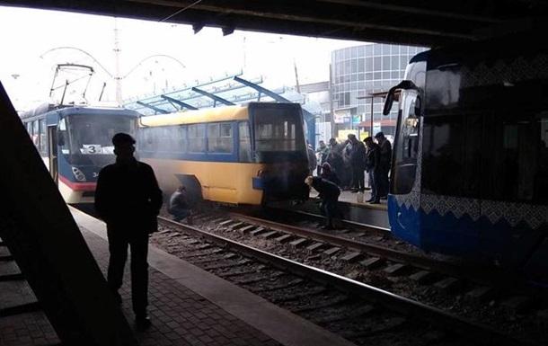 В Киеве загорелся скоростной трамвай - соцсети