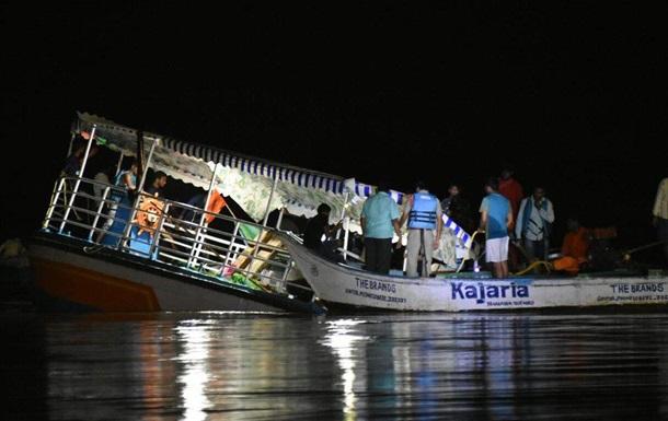 В Індії затонув човен з туристами: 19 жертв