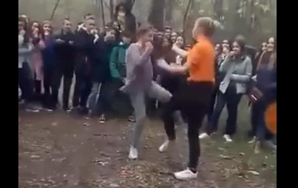 На Херсонщине завели дело из-за драки школьниц