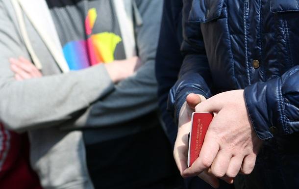 У Криму масово відбирають російські паспорти