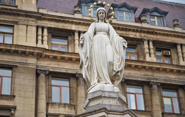 В центре Львова  минировали  статую Матери Божьей