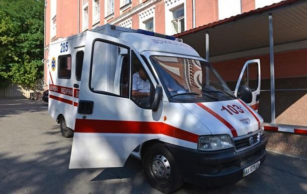 У Києві маршрутка притиснула жінку до тролейбуса