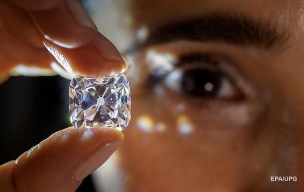 На аукціоні продали два унікальних діаманти за $48 млн