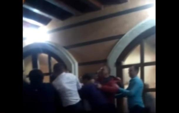 На Закарпатье депутаты устроили пьяную драку