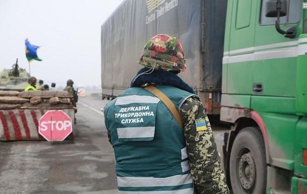 В пунктах пропуска на Донбассе застряли 385 авто