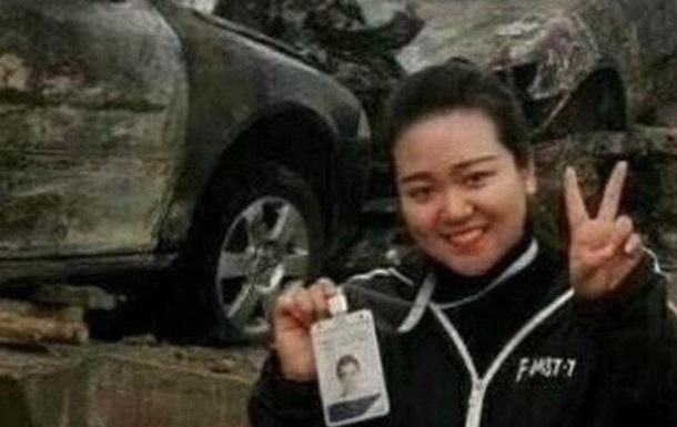 У Китаї журналістку звільнили за аморальне фото на місці ДТП