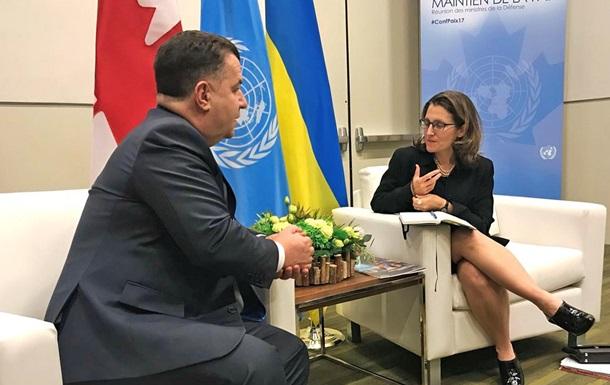 Полторак розраховує на допомогу Канади в питанні миротворців