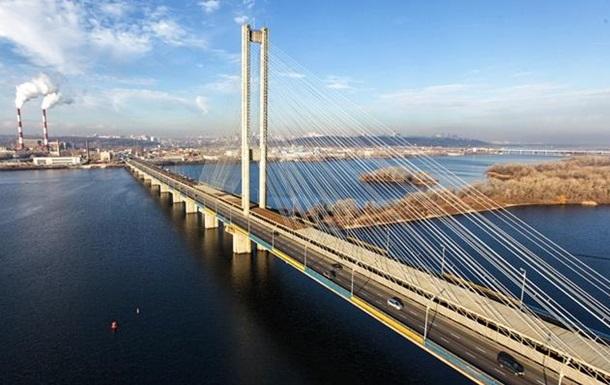 На двух мостах в Киеве ограничат движение транспорта