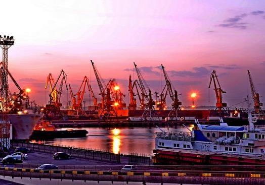 Грузооборот всех портов Украины составляет 1/26 от порта Дубая. Есть ли будущее?