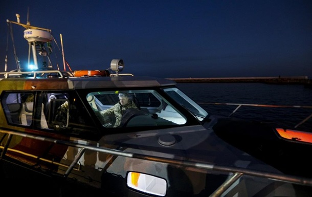 Порошенко випробував патрульний катер ЮМС-1000