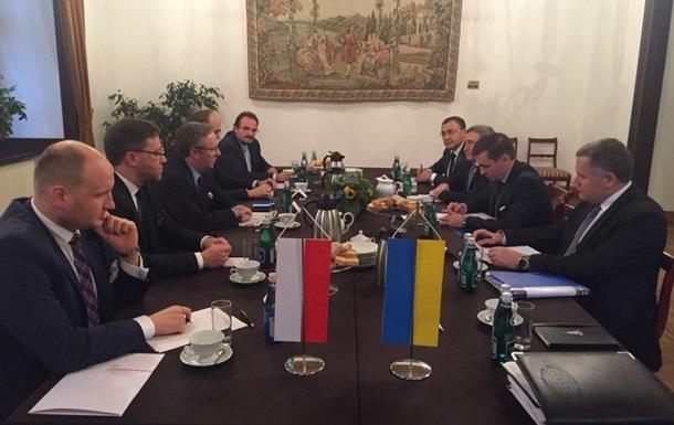 Україна і Польща обговорили питання ексгумації могил