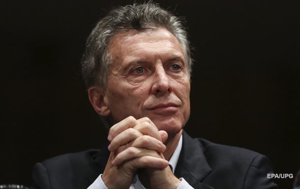 Вертолет президента Аргентины совершил экстренную посадку