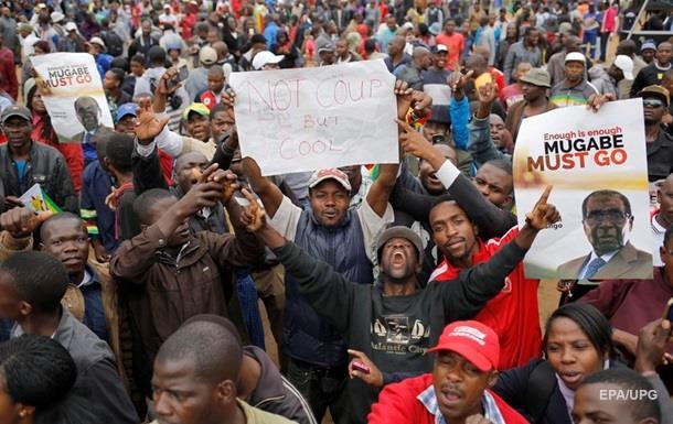 У Зімбабве тисячі людей на вулицях відзначають падіння режиму Мугабе