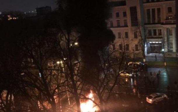 Біля Адміністрації президента палили шини