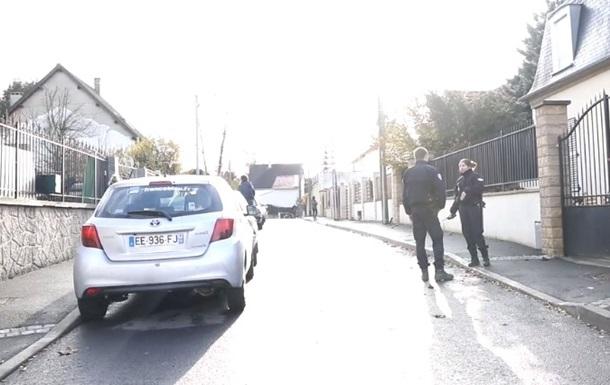 Во Франции полицейский застрелил трех человек