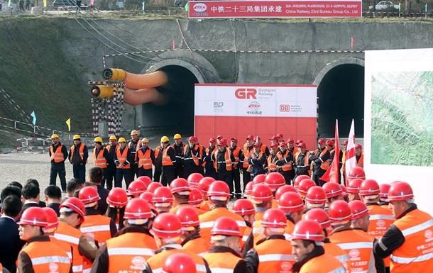 Китайська компанія проклала у Грузії найдовший залізничний тунель