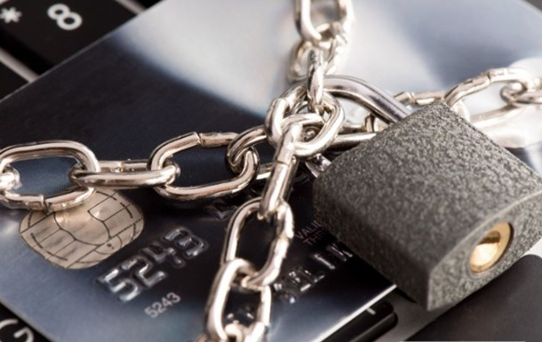 Почему банки блокируют счета своим клиентам