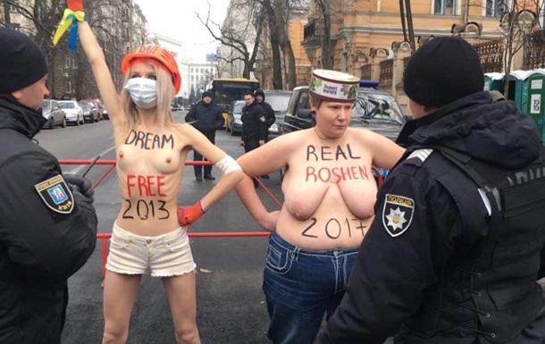 Femen напомнили о Roshen в годовщину Евромайдана