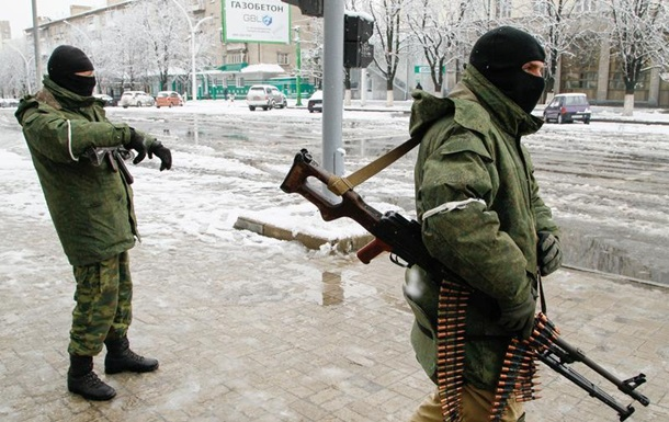 Центр Луганська заблоковували невідомі у військовій формі,— ВІДЕО