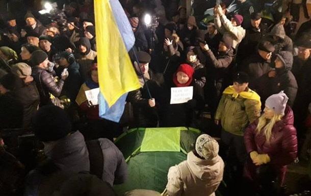 У Києві на Майдані з явилися намети