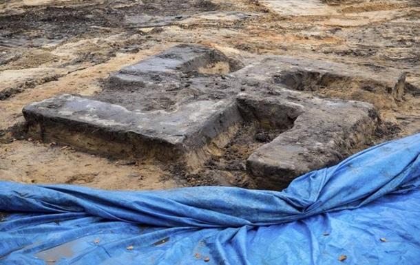 У Гамбурзі знайшли гігантську свастику з бетону