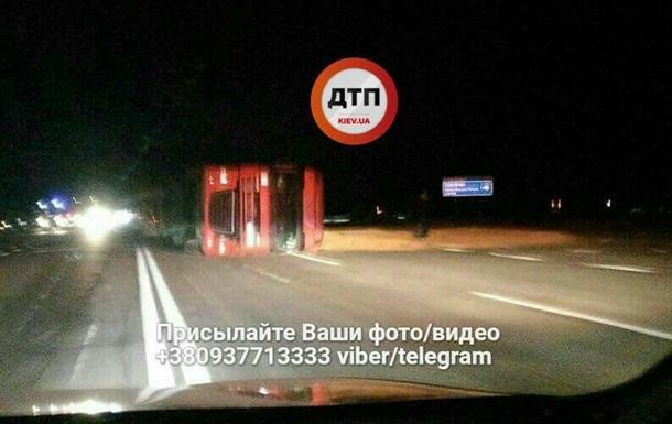На трассе Киев–Чернигов фура сбила пожилую пару