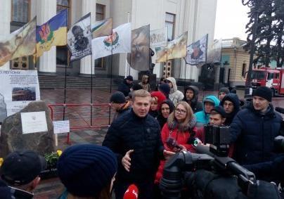 Монумент Небесного легіону відкрили у Києві навпроти парламенту – фото, відео