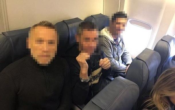 Україна екстрадувала двох громадян Франції