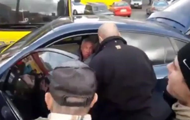 У Києві побили водія за невміння паркуватися