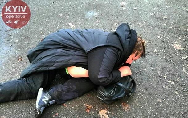 У Києві п яна жінка-водій випала з машини