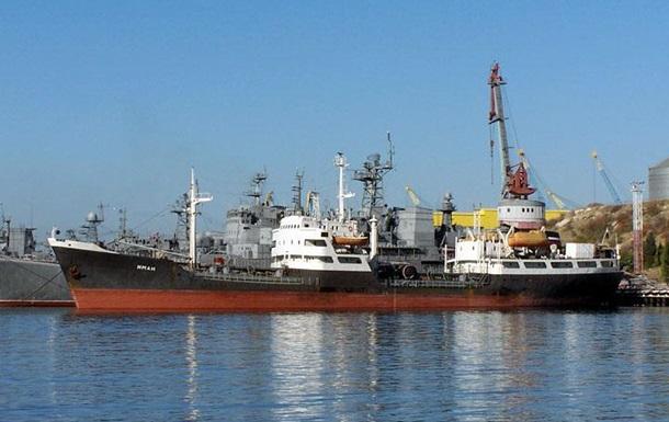 В Японском море загорелось судно с российскими моряками