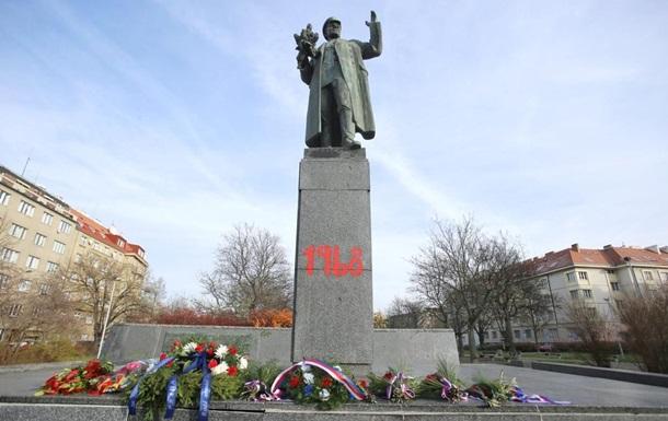 У Празі розмалювали пам ятник радянському маршалу Конєву