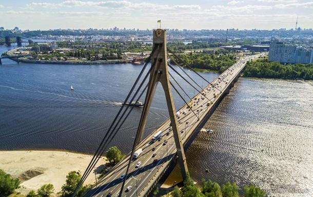 У Києві обмежать рух Московським мостом