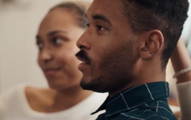 Motorola потролила Samsung у новій рекламі