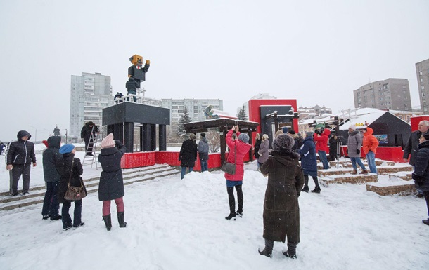 В РФ появился пиксельный памятник Ленину