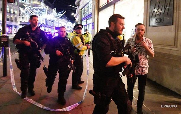 В результате паники в метро Лондона пострадали 15 человек
