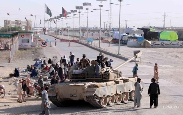 Влада Пакистану закликала армію відновити порядок у столиці