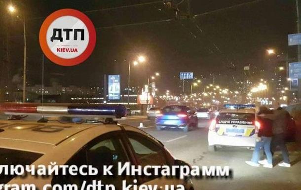 В Киеве автомобиль сбил пьяного пешехода