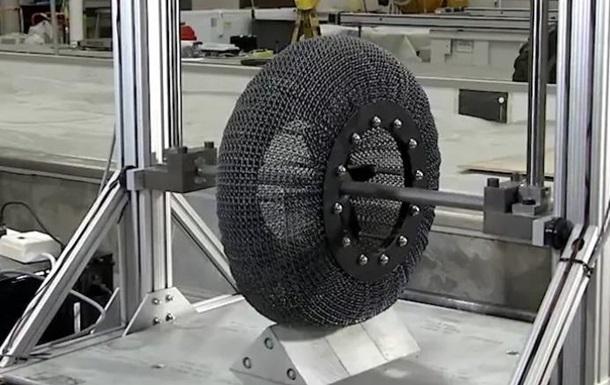 NASA створило непробивні шини