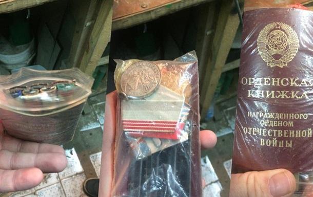 У Волгограді підліток намагався обміняти дідусеві нагороди на вейп